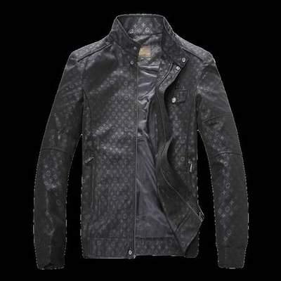 2a11e574121 gilet sans manche a capuche Louis Vuitton